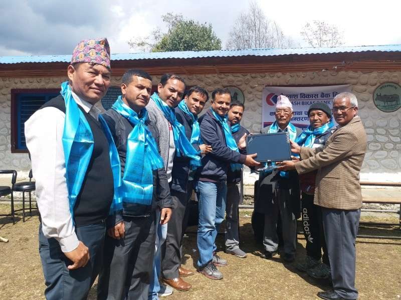 Kailash Provides Computers to School in Ghandruk